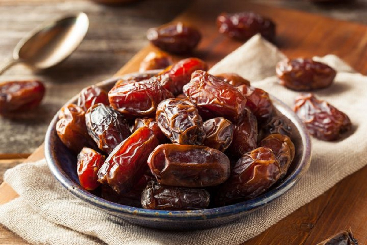 Consumption of highly nutritious Azil Organic Dates